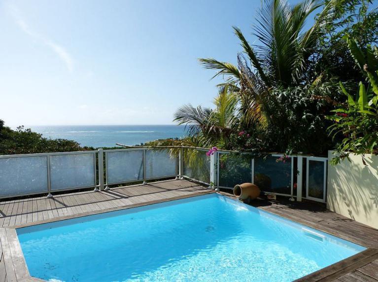locations villas guadeloupe avec vue mer et piscine. Black Bedroom Furniture Sets. Home Design Ideas